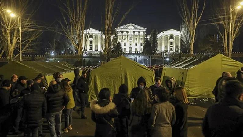 Протестующие провели два дня в палатках на площади Еревана