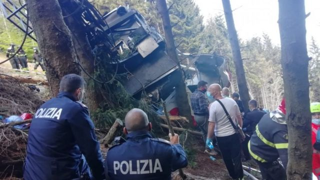 В Италии кабина канатной дороги сорвалась с троса