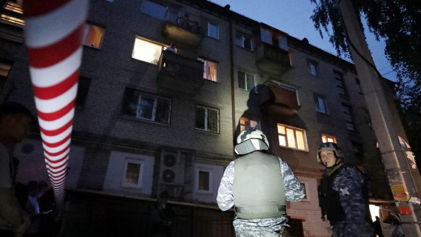 В Екатеринбурге задержан мужчина, стрелявший с балкона жилого дома