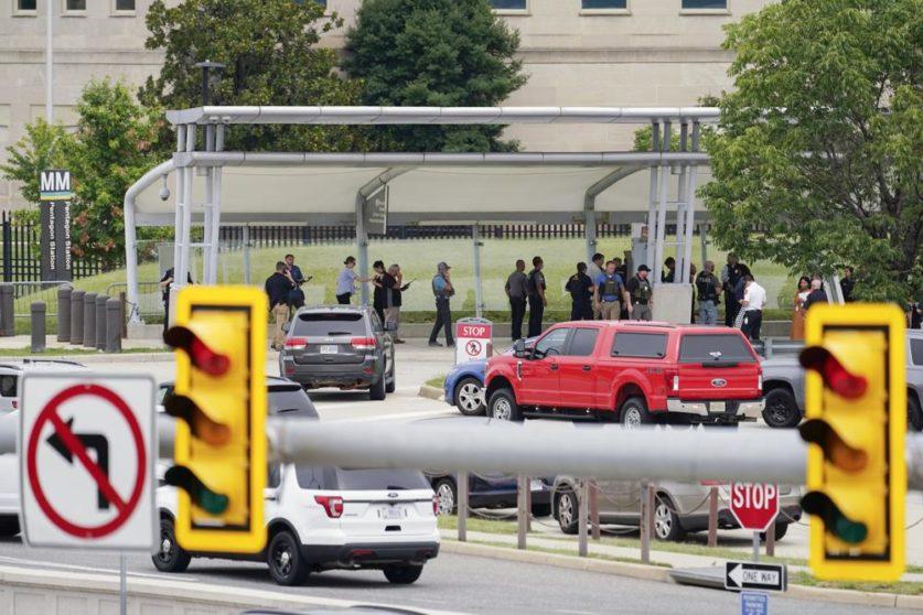 В результате нападения на Пентагон погиб офицер