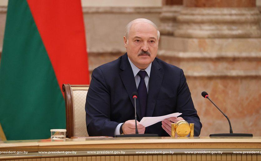 Александр Лукашенко отправил проект новой конституции Беларуси на доработку