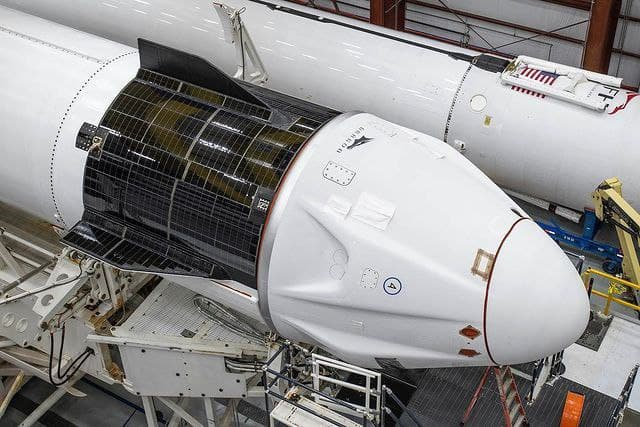 SpaceX запустит новые спутники на орбиту Земли
