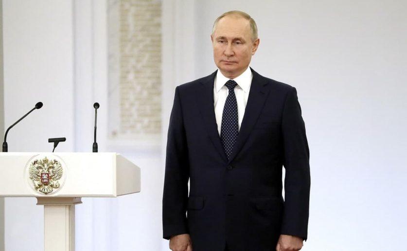 Владимир Путин сообщил о своем уходе на самоизоляцию