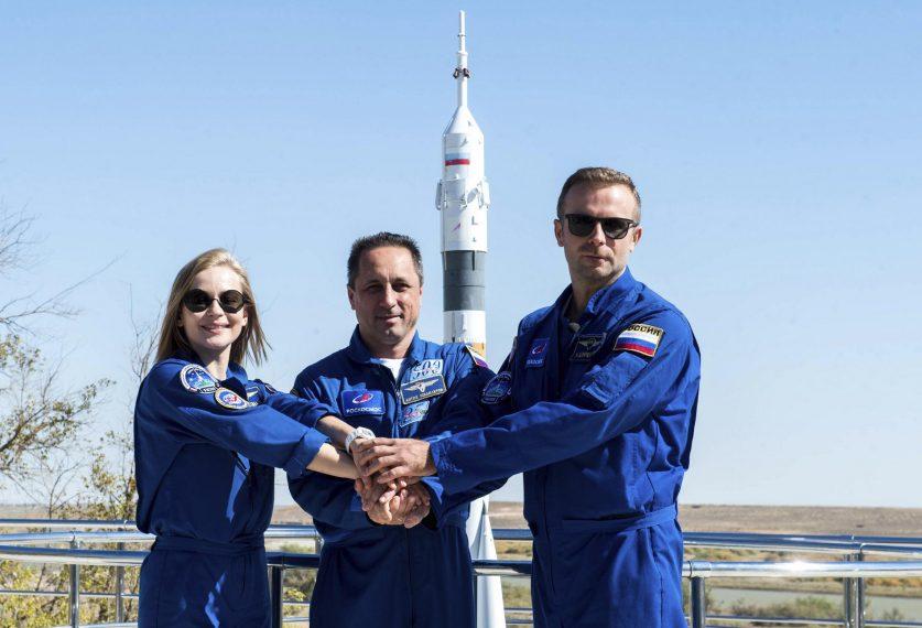 «Союз МС-19» с первым в мире «киноэкипажем» долетел до МКС
